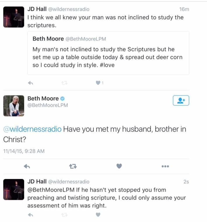 proof_tweet-exchange-HallMoore_15-11-2015